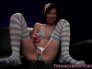 Skinny asian teen facialized while toyed