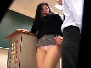 Nerdy Japanese lady with lovely boobs stuffs her pussy with