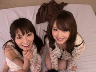 Japanese petites jerking together in threeway